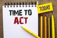 Время текста сочинительства слова подействовать Концепция дела для крайнего срока стратегии момента действия выполняет усилие ста стоковые фото