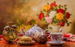 время чая питья к Стоковая Фотография