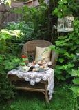 Время чая с scones, вареньем и двойной сливк Стоковое Изображение RF