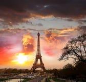 Время Эйфелевы башни весной, Париж, Франция Стоковое Фото