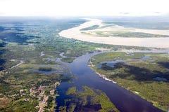 Время flooding Амазонкы - увиденное от самолета стоковая фотография rf