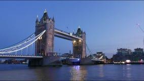 Врем-Упущение-съемка моста Лондона башни на упущении захода солнца гипер сток-видео
