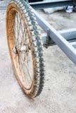 Врозь покрышки трейлера старой тинной Стоковое Фото