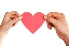 вручает женщину человека удерживания сердца Стоковая Фотография