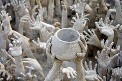 вручает wat Таиланда виска скульптуры rong khun Стоковые Фотографии RF