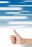 Вручите большой пец руки вверх на абстрактной предпосылке сини средств. Стоковая Фотография RF