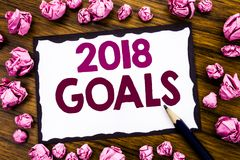 Вручите воодушевленность титра текста сочинительства показывая 2018 целей Концепция дела для новых разрешений написанных на липко стоковая фотография rf