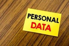 Вручите воодушевленность титра текста сочинительства показывая личные данные Концепция дела для предохранения от цифров написанно Стоковая Фотография