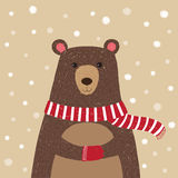 Вручите вычерченное милого медведя нося красный шарф иллюстрация вектора