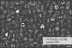 Вручите вычерченное море, путешествуйте, пить, плодоовощи, собрание значков doodle лета на chalkb Стоковые Фото