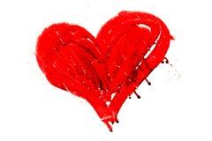 Вручите вычерченное покрашенное красное сердце с потеками и сухими несовершенствами краски Стоковая Фотография