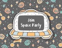 Вручите вычерченное ребяческое приглашение с UFO в космосе стоковое фото