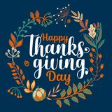 Вручите вычерченное счастливое оформление благодарения в знамени венка осени Текст торжества с ягодами и листьями для открытки бесплатная иллюстрация