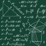 Вручите вычерченному вектору образования математики безшовную картину с геометрическими диаграммами и формулами Мелок на классн к Стоковое Изображение