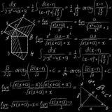 Вручите вычерченному математически вектору безшовную картину с формулами, интегралами и геометрическими диаграммами Мел на a Стоковые Фото
