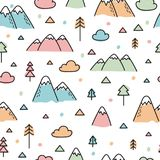 Вручите вычерченную безшовную картину с деревьями и горами Творческая скандинавская предпосылка полесья Лес бесплатная иллюстрация