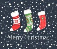 Вручите вычерченную карточку с носками рождества для подарков и текста с Рождеством Христовым Стоковые Изображения RF