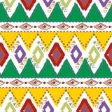 Вручите вычерченную племенную этническую красочную безшовную картину на белой предпосылке Стоковое Фото