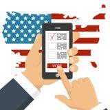 Вручите держать smartphone с голосованием app на экране бесплатная иллюстрация
