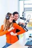 Вручители радио в радиостанции на воздухе Стоковое Изображение