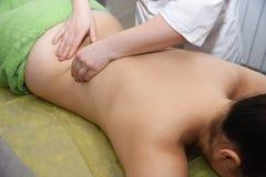 Вручите массаж женщина воды спы здоровья ноги внимательности тела Не хирургическое тело ваяя анти--целлюлит и анти--тучная терапи стоковое фото