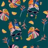 Вручите нарисованный и сделайте эскиз к тропическим женщинам Гаваны флюиды лета с картиной свежих фруктов безшовной в дизайне век иллюстрация штока