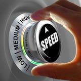 Вручите поворачивать кнопку и выбирать уровень скорости стоковая фотография