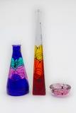 Вручите покрашенный стеклянный вырез студии вазы на изолированной задней земле Стоковые Изображения RF