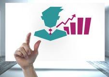 Вручите указывать с значком статистик бизнесмена и диаграммы на белой доске Стоковые Изображения RF