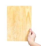 Вручите holdling деревянную плиту изолированную на белой предпосылке, шаблоне Стоковые Фотографии RF