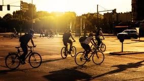 Всадники велосипеда в Берлине стоковые изображения