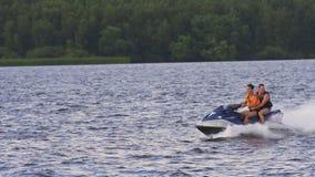 Всадники на лыже двигателя на озере Стоковое Изображение RF