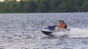 Всадники на лыже двигателя на озере Стоковое фото RF