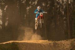 Всадник велосипеда Enduro стоковое изображение rf