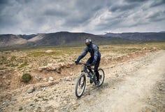 Всадник горного велосипеда Стоковое Фото