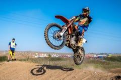 Всадник Motocross в гонке Стоковые Изображения