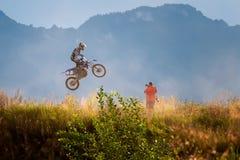 Всадник Motocross на весьма конкуренции спорта, спорте действия велосипеда грязи стоковые изображения rf