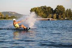 Всадник wakeboarding в парке Merkur бодрствования кабеля Стоковая Фотография