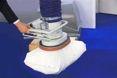 Всасывание вакуума промышленного робота стоковое изображение rf
