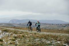 2 всадника на велосипедах спорта Стоковые Изображения RF