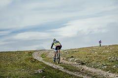 2 всадника на велосипедах спорта Стоковое фото RF