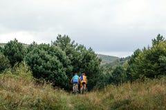 2 всадника на mountainbike спорт Стоковые Изображения RF