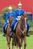 2 всадника с серебряными шлемами от конной охраны Стоковая Фотография RF