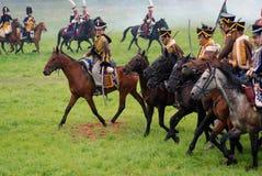 Всадники лошади на Бородино сражают исторический reenactment в России Стоковое Изображение