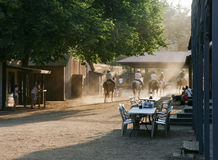 Всадники спины лошади в старом западе Стоковое Фото