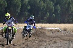 Всадники Motocross в национальной гонке стоковое фото rf