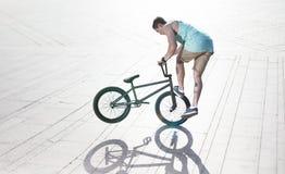 Всадник велосипеда Bmx на самых интересных Стоковое Фото