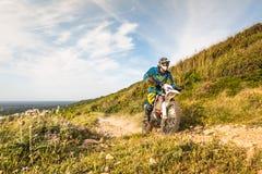 Всадник велосипеда Enduro Стоковые Изображения