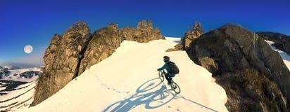 Всадник на горном велосипеде Стоковая Фотография