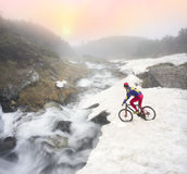 Всадник на скале Стоковые Фото